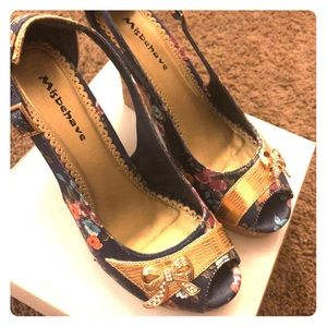 16723c61621 Blue Flowery Wedges by Misbehave